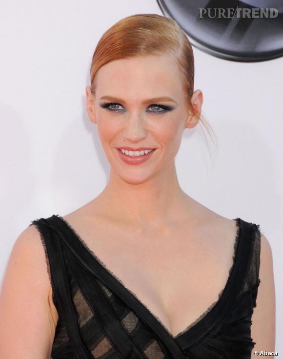 Les plus beaux make-up de 2012 : January Jones a osé le smoky bleuté. Audacieux et très graphique.