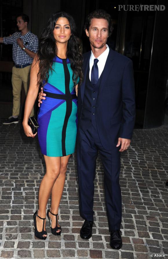 Matthew McConaughey et Camilla Alves heureux et glamour.