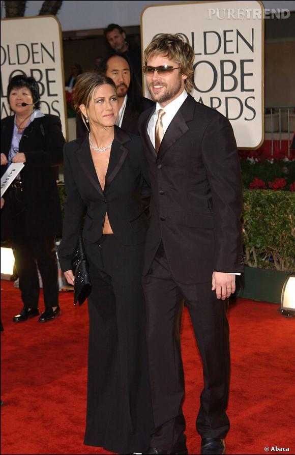 Jennifer Aniston et Brad Pitt aux Golden Globes en 2002. Alors que Madame gagne en sophistication, Brad se laisse un peu aller.
