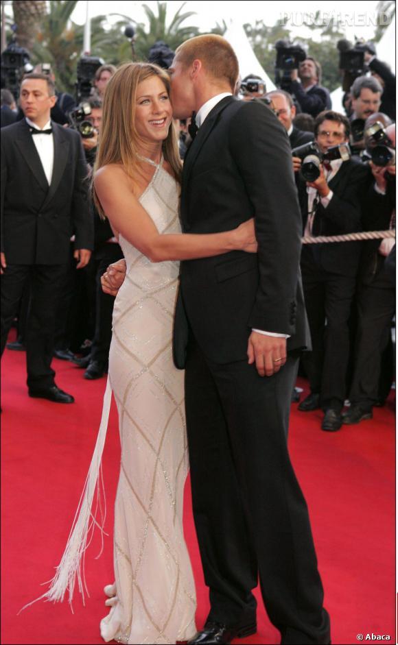 Jennifer Aniston et Brad Pitt à Cannes en 2004. A les voir se caliner sur tapis rouge et jouer les couples parfaits, on a du mal à croire que la fin est proche.