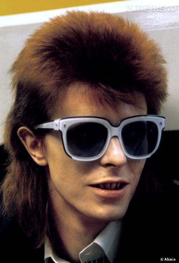 David Bowie est un modeux atypiques mais pointu, exemple ici avec ses lunettes Emmanuelle Khanh.