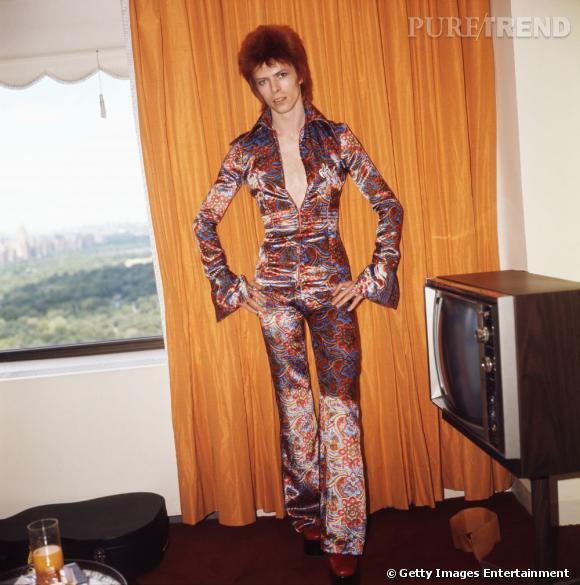 C'est avec son personnage androgyne de Ziggy Stardust que sa carrière décolle.