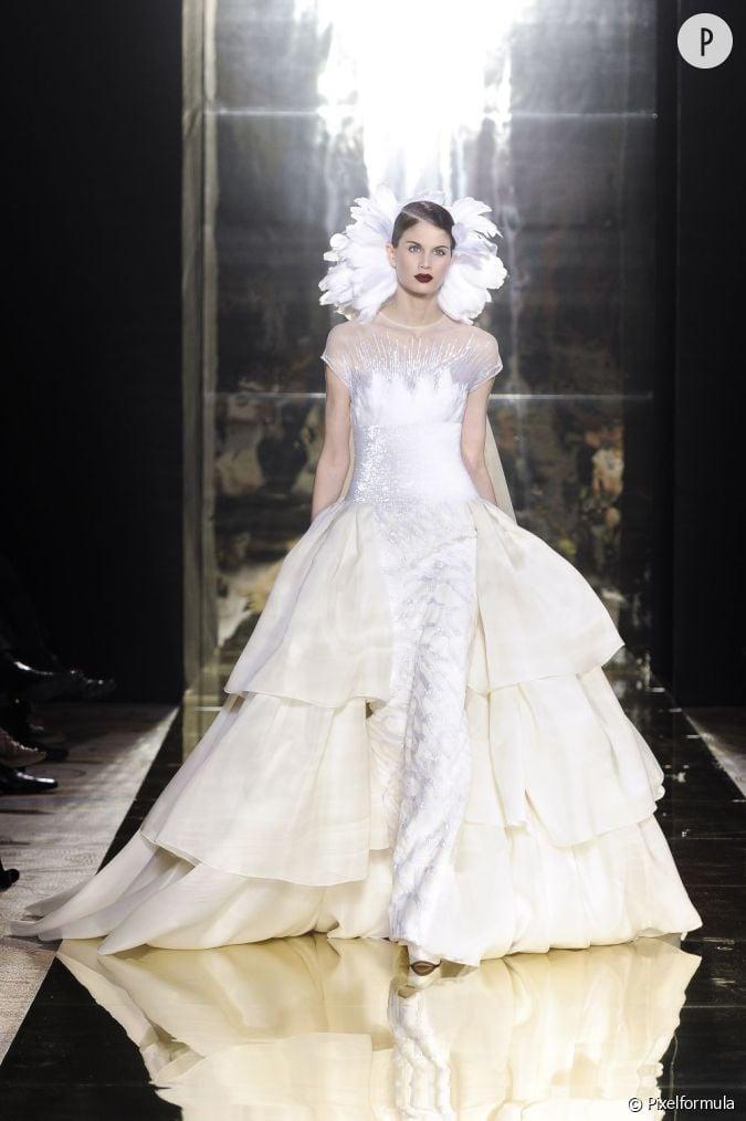 Robe num ro 2 george chakra haute couture automne hiver for Prix de robe de mariage en or georges chakra