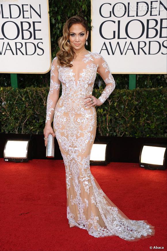 Jennifer Lopez reste fan des robes sexy de Zuhair Murad, et table cette  fois,ci sur la dentelle et la transparence.