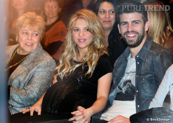 Shakira, enceinte au côté de Gerard Piqué.