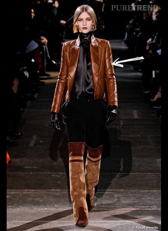 Comment porter les carreaux cet hiver ?      Comme chez Givenchy, on peut suggérer les carreaux avec une veste matelassée.      Défilé Automne-Hiver 2012/2013