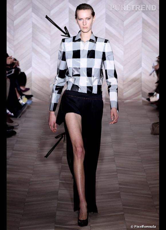 Comment porter les carreaux cet hiver ? Comme chez Maison Martin Margiela, le carreau se porte net version chemise avec une jupe sexy.  Défilé Automne-Hiver 2012/2013