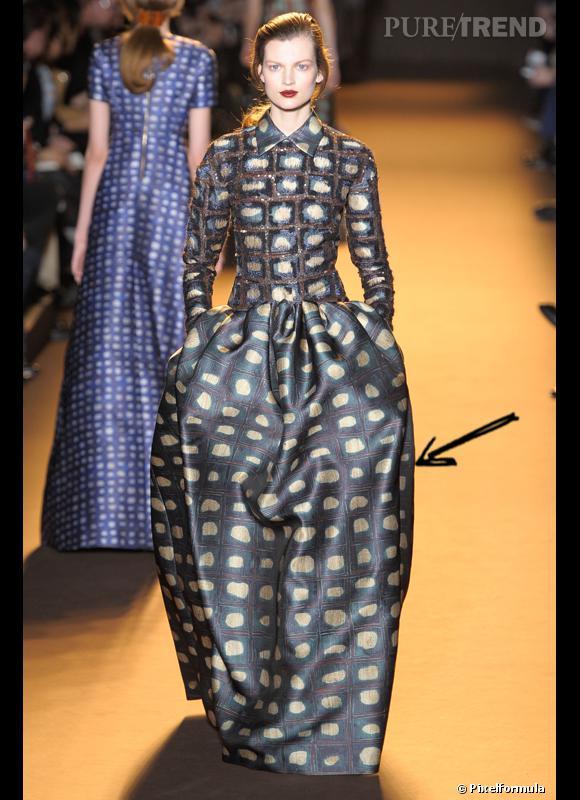 Comment porter les carreaux cet hiver ?      Comme chez Rochas on adopte la carreau arty version longue robe.      Défilé Automne-Hiver 2012/2013