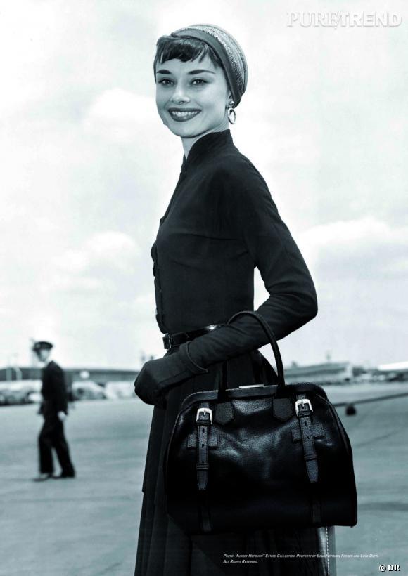 """Audrey Hepburn avec le sac """"Riviera"""" de S.T.Dupont."""