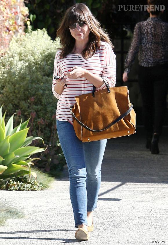 Sophia Bush ne fait pas de chichis ! La star enfile une tenue décontractée pour se promener dans Los Angeles.