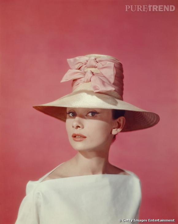 Audrey Hepburn et ses chapeaux toujours.