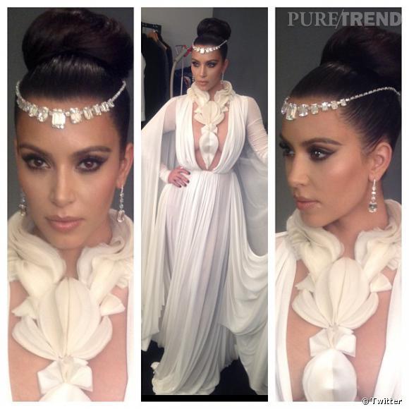 Kim Kardashian joue les princesses du Moyen-Orient pour le magazine arabe Hia.