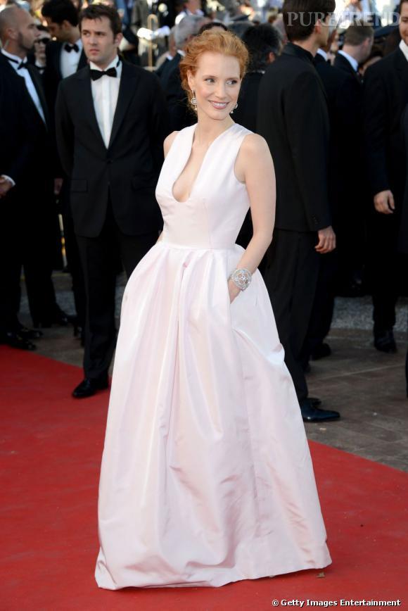 Jessica Chastain ose à Cannes la robe virginale Alexander McQueen.