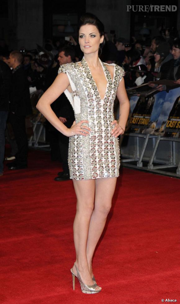 """Jaimie Alexander dévoile son potentiel de nouvelle bombe d'Hollywood lors du marathon promotionnel du film """"Le Dernier Rempart""""."""