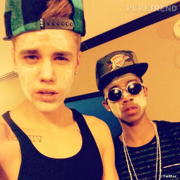 Justin Bieber prend soin de lui et le prouve en photo ! Sympa le masque pour le visage...