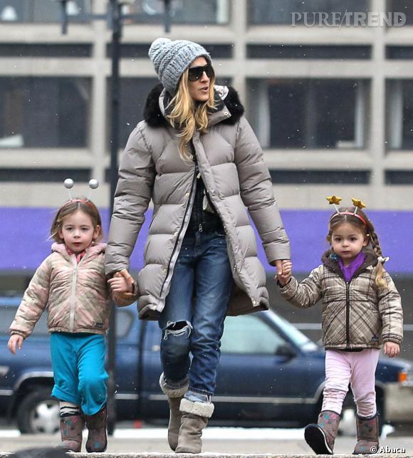 Sarah Jessica Parker et ses deux petites filles, Marion et Tabitha, reviennent de l'école.