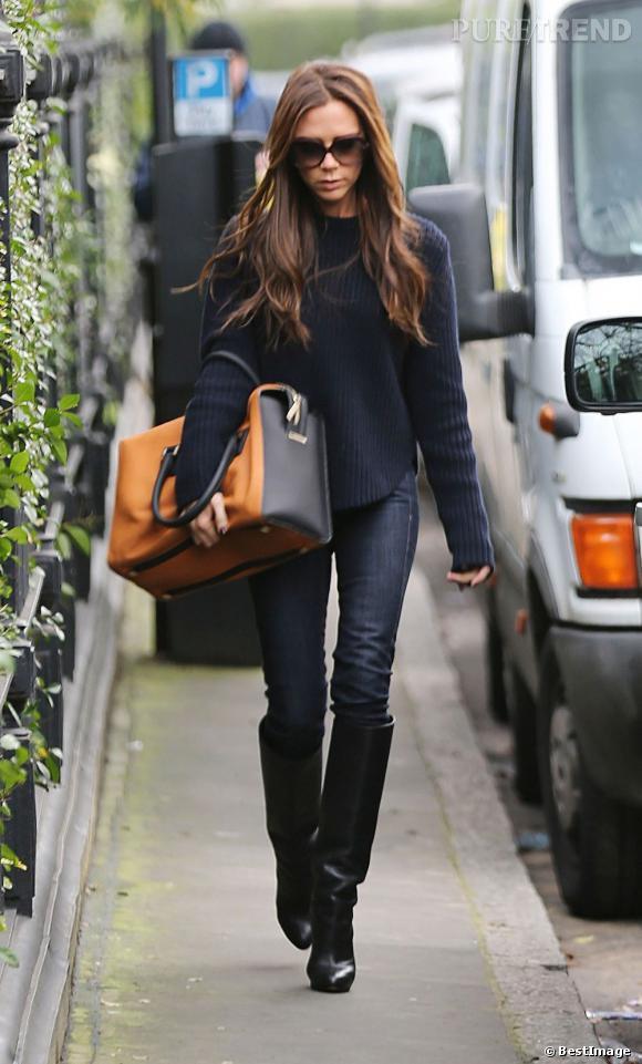 Victoria Beckham, de retour à Londres, ne manque pas de nous dévoiler son plus beaucoup look d'hiver...