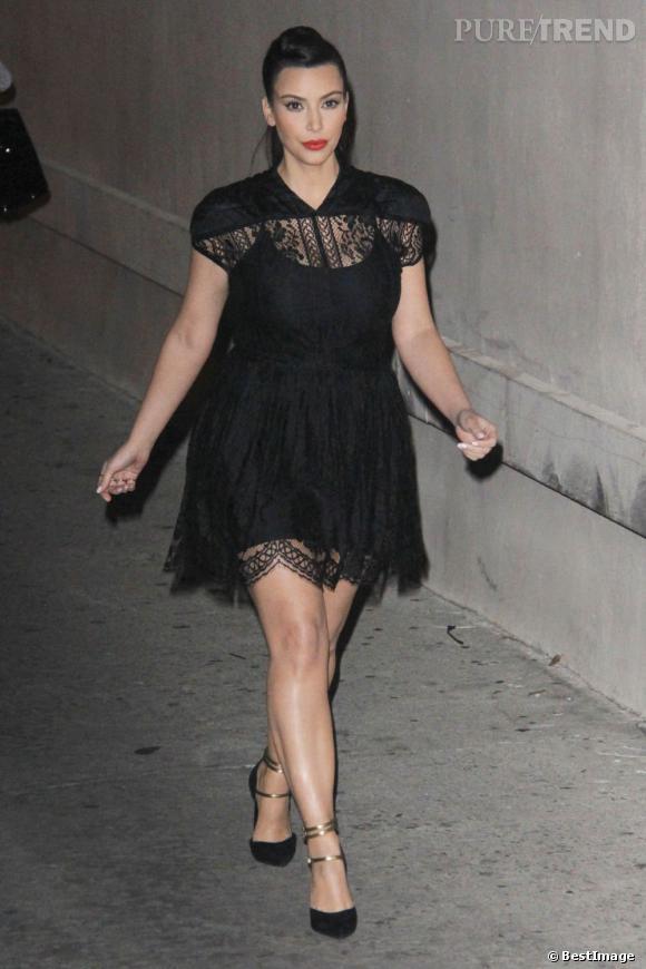 Kim Kardashian enceinte : on lui recommande des petites robes noires taille Empire.
