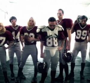 """Voilà la deuxième apparition de Kaley Cuoco pendant le Super Bowl ! Cette fois, c'est pour la promotion de """"The Big Bang Theory""""."""
