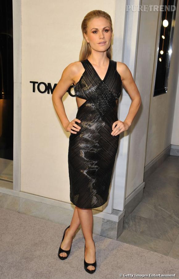 """Anna Paquin, lors de la soirée Tom Ford """"Project Angel Food"""", magnifique dans une petite robe noire tissée."""
