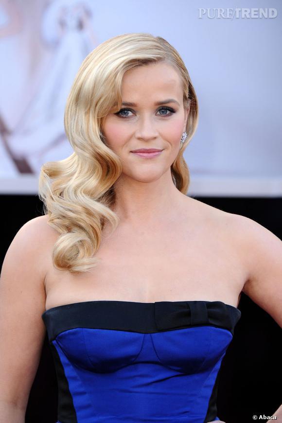 L'Oscar 2013 du meilleur side-hair :  Reese Witherspoon illumine le tapis rouge avec sa chevelure blonde bouclée. Un véritable atout charme.