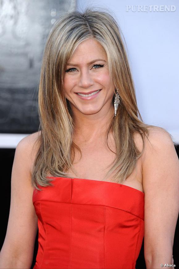 L'Oscar 2013 du meilleur brushing :  Jennifer Aniston. C'est simple, ses cheveux sont toujours parfaits. Là, elle réussit à séduire sans en faire trop.
