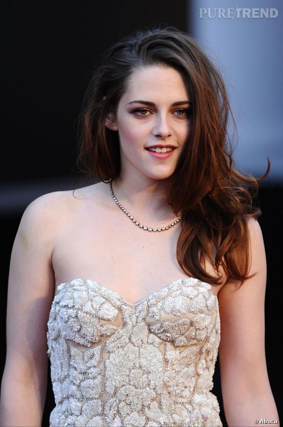 Elle a raté son Oscar :  Kristen Stewart. Le sidehair était une bonne idée, bien qu'un peu trop flou. Mais que dire de ces vilaines poches sous les yeux et de ce teint terne ?