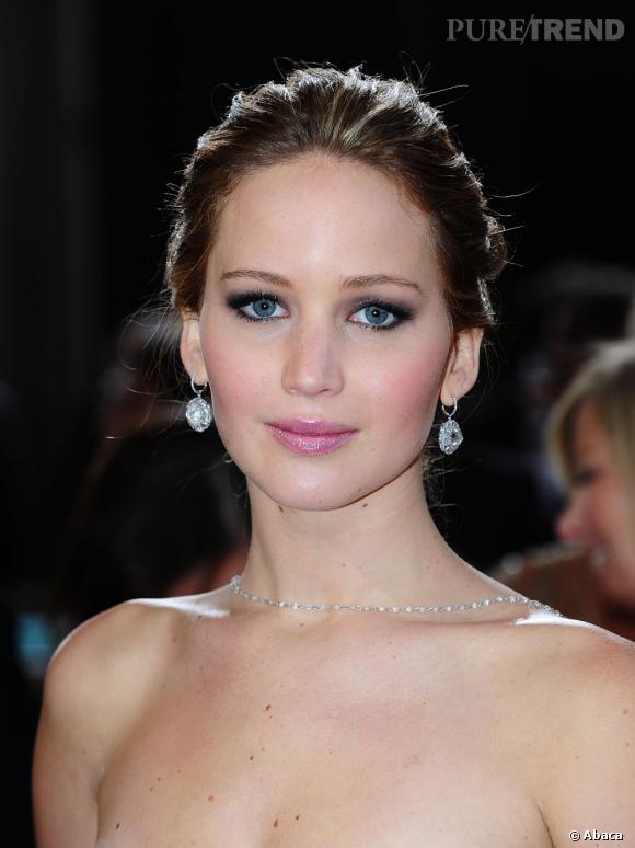 """L'Oscar 2013 du meilleur make-up pastel :  Jennifer Lawrence. L'actrice d'Happiness Therapy"""" a opté pour une bouche rosée et un fard taupe sur les paupières. Bonne pioche."""