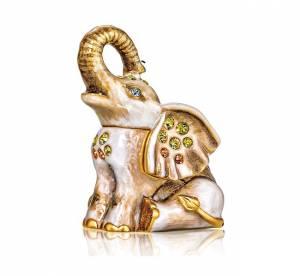 Bijou, figurine, macaron : Des produits de beauté étonnants
