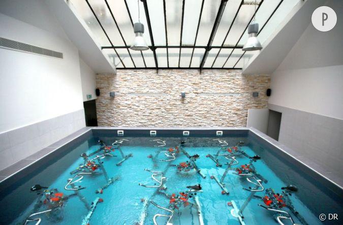 La piscine sous verri re pour un cours de waterbike de 45 for Verriere piscine