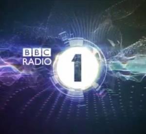Mila Kunis interviewée par Chris Stark pour le show de Scott Mills sur BBC Radio 1.
