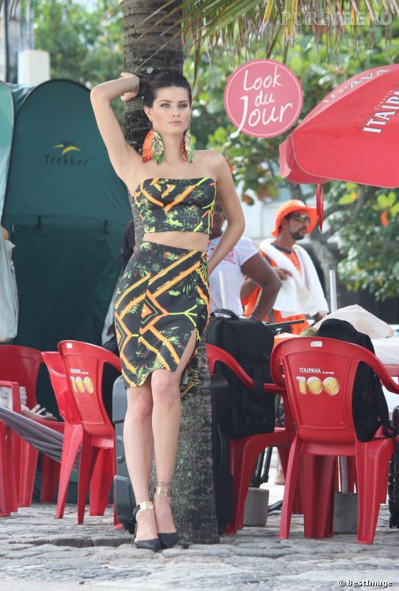 Isabeli Fontana en plein shooting à Rio de Janeiro au Brésil.