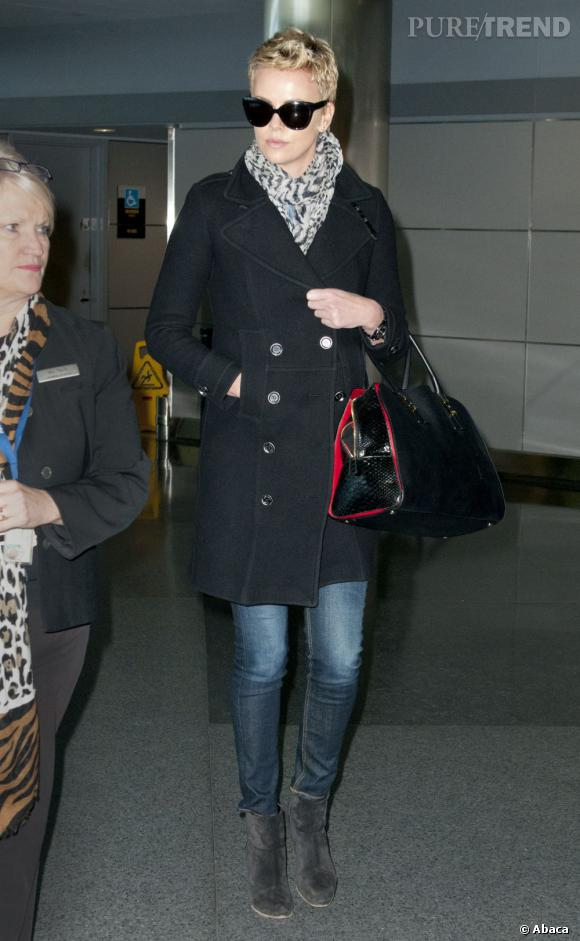 Charlize Theron à l'aéroport JFK de New York.