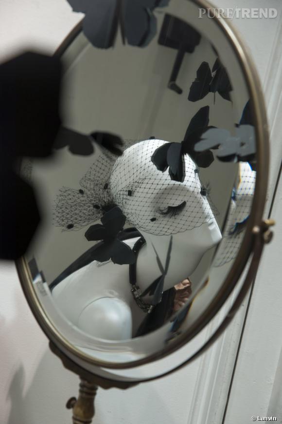 La constellation de papillons noirs dans les vitrines des boutiques Lanvin du Faubourg Saint-Honoré.