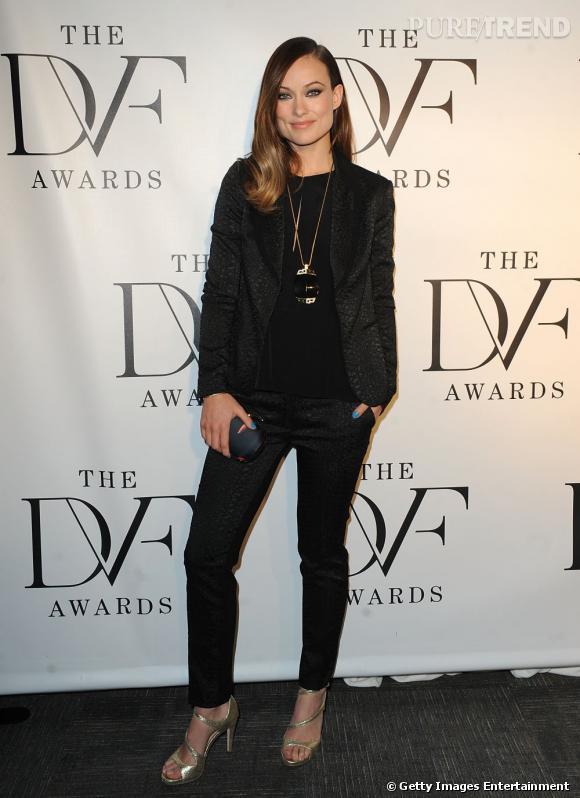 Olivia Wilde aux Diane Von Furstenberg Awards : un costume noir mais sexy !