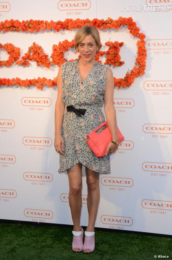 Chloe Sevigny en robe Balenciaga et sac Coach.