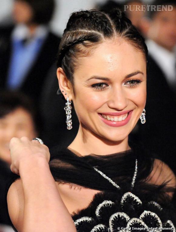 """Le flop """"coiffure"""" :  quand Olga Kurylenko se prend pour Alicia Keys à ses débuts, on dit non !"""