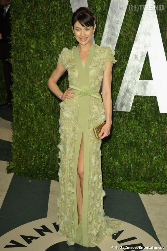 "Le top ""fendu"" :  Olga Kurylenko sort l'artillerie lourde en Georges Hobeika lors de la célèbre after Party des Oscars de Vanity Fair."