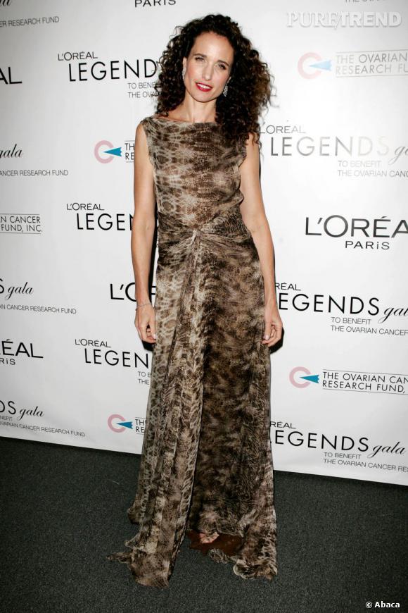 Andie MacDowell, toujours en 2006, dans une robe drapée.