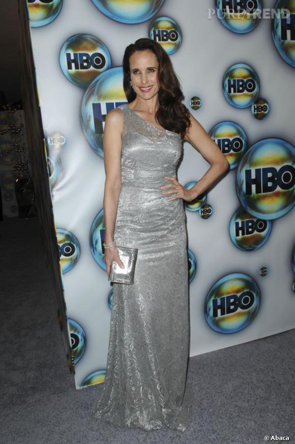 Andie MacDowell d'une élégance et d'une allure folle dans cette robe argenté, en 2012.