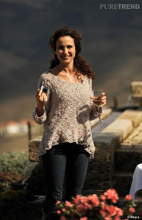 Andie MacDowell en mars 2013 lors d'une visite dans un vignoble au Portugal, la star est éblouissante.