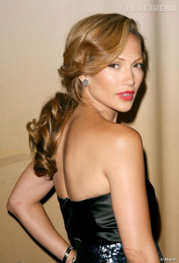Jennifer Lopez a des lèvres charnues sans excès.