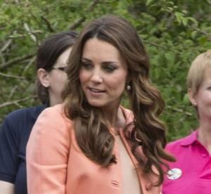 Kate Middleton enceinte : teint de peche en manteau corail