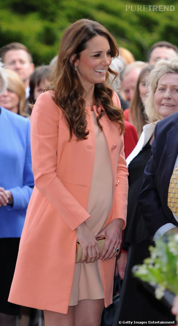 Kate Middleton Souriante Et Au Joli Teint Avec La Couleur