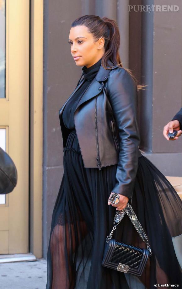 Kim Kardashian ou le total look black.