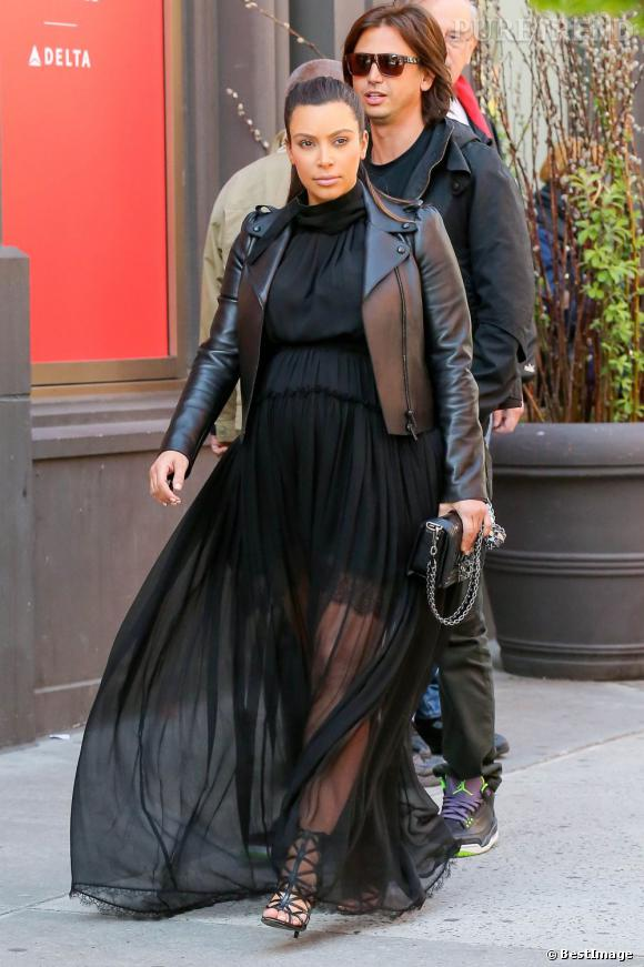 Kim Kardashian en promenade à New York, le 5 mai 2013.