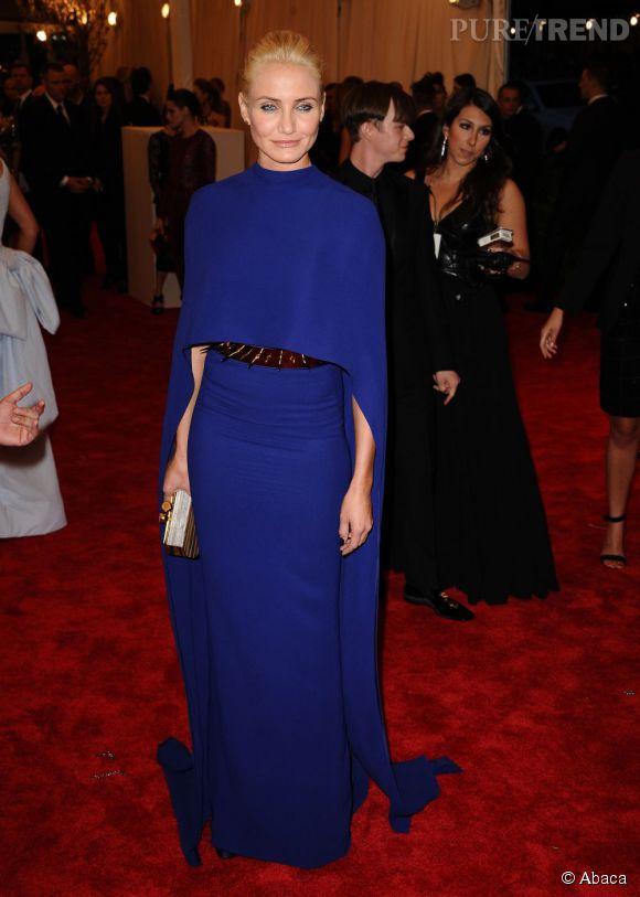 "Cameron Diaz dans une robe cape Stella McCartney au MET Ball 2013, ""Punk : Chaos to Couture""."