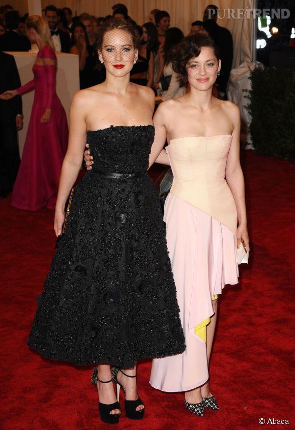 """Jennifer Lawrence et Marion Cotillard, très amies au MET Ball 2013, """"Punk : Chaos to Couture"""" ?"""