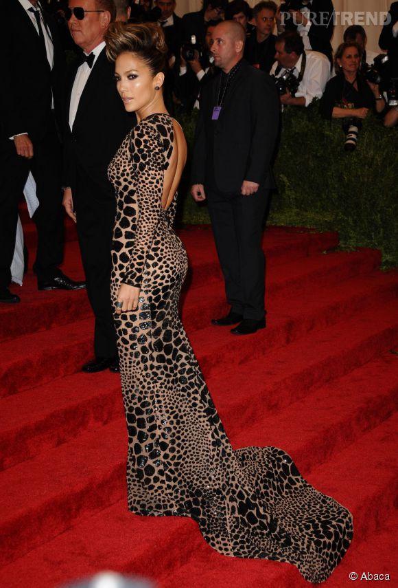 "Jennifer Lopez en robe Michael Kors et bijoux Dana Rebecca Designs et Rona Pfeiffer au MET Ball 2013, ""Punk : Chaos to Couture""."