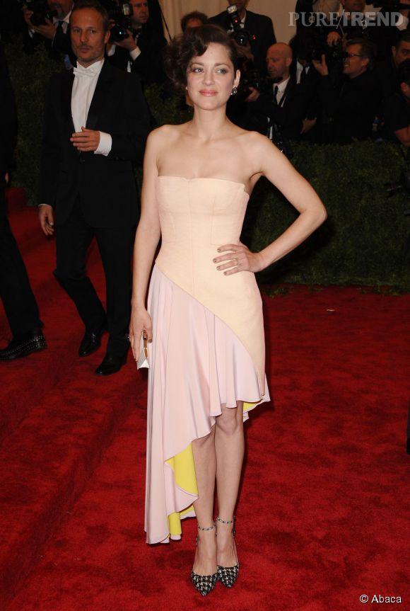 """Marion Cotillard en total look Christian Dior et des bijoux Chopard au MET Ball 2013, """"Punk : Chaos to Couture""""."""